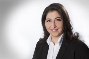 Melanie Noyal, Service-Assistentin